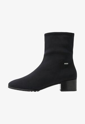 Kotníkové boty - schwarz