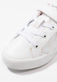 Hummel - DEUCE COURT PRINCESS - Sneakers basse - white - 2