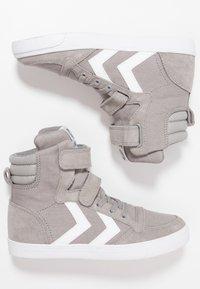 Hummel - SLIMMER STADIL - Zapatillas altas - frost grey - 0