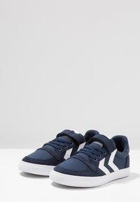 Hummel - SLIMMER STADIL - Zapatillas - dress blue - 3