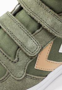 Hummel - STADIL - Zapatillas altas - deep lichen green - 2