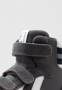 Hummel - STADIL PRO - Zapatillas altas - asphalt - 2