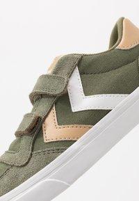 Hummel - STADIL  - Zapatillas - deep lichen green - 2