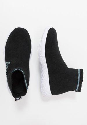 TERRAFLY SOCK RUNNER  - Sneakersy wysokie - black