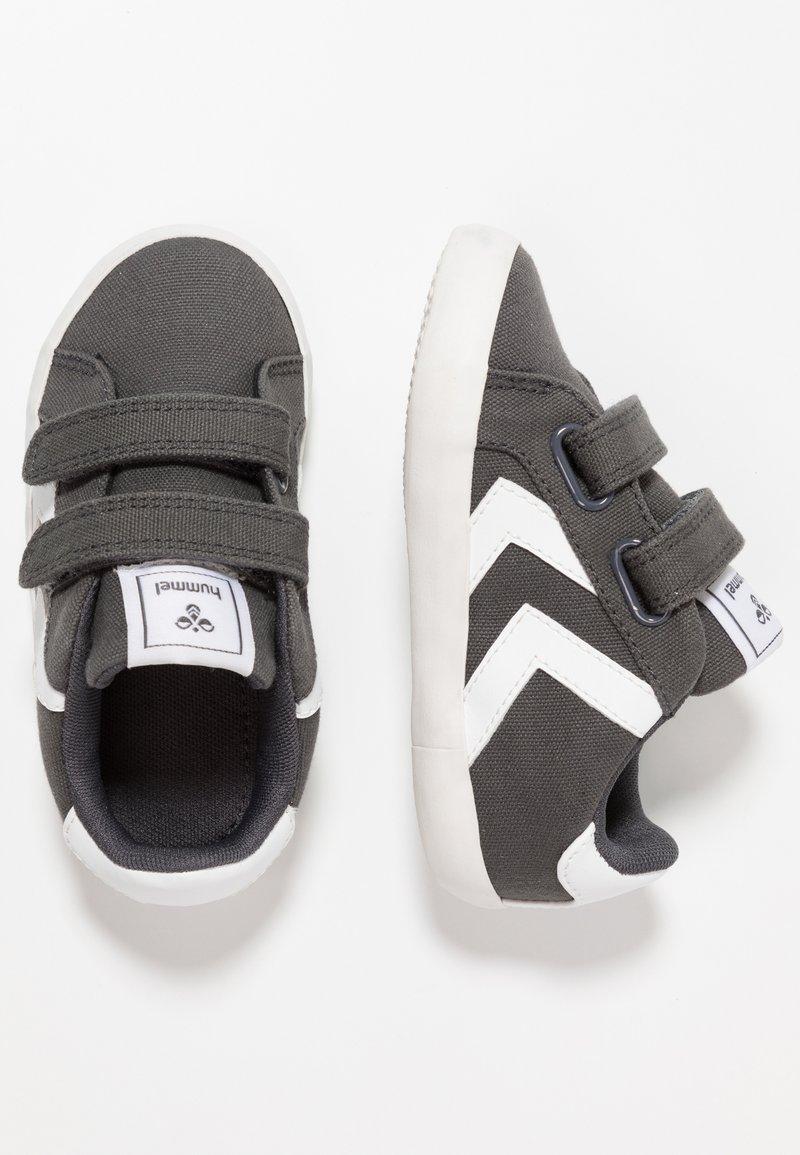 Hummel - DEUCE COURT INFANT - Sneakers - asphalt