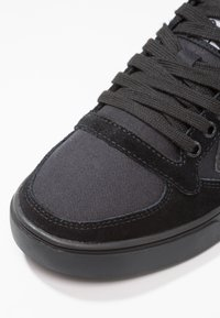 Hummel - SLIMMER STADIL TONAL LOW - Zapatillas - black - 5