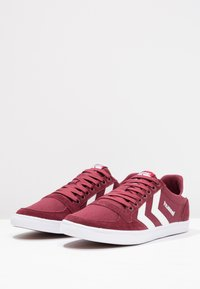 Hummel - SLIMMER STADIL LOW - Zapatillas - bordeaux/weiß - 2