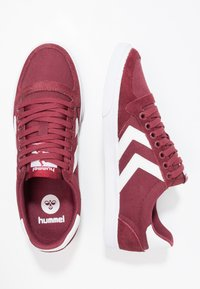 Hummel - SLIMMER STADIL LOW - Zapatillas - bordeaux/weiß