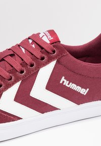 Hummel - SLIMMER STADIL LOW - Zapatillas - bordeaux/weiß - 5