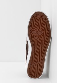 Hummel - STADIL WINTER - Zapatillas altas - chestnut - 4