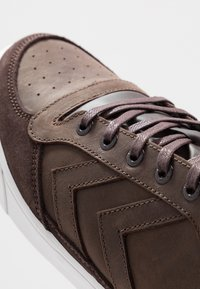 Hummel - STADIL WINTER - Zapatillas altas - chestnut - 5