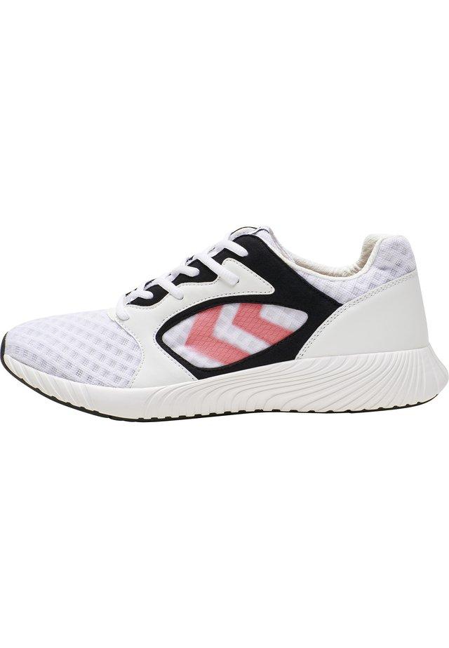 TRINITY RUNNER - Sneakersy niskie - black