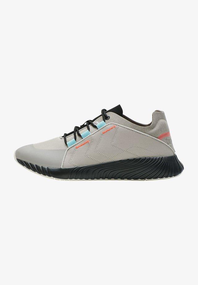 Sneakers - silver cloud