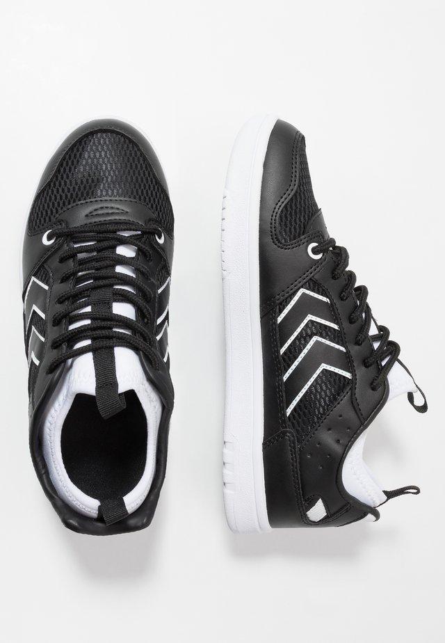 POWER PLAY MID  - Sneakersy niskie - black