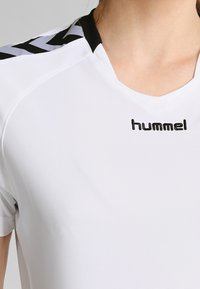 Hummel - AUTHENTIC CHARGE - Printtipaita - white - 3