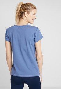 Hummel - ADEN - T-shirt z nadrukiem - burnished lilac - 2