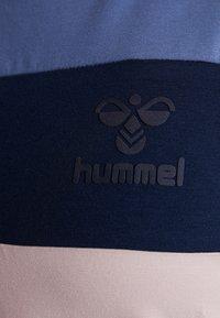 Hummel - ADEN - T-shirt z nadrukiem - burnished lilac - 4