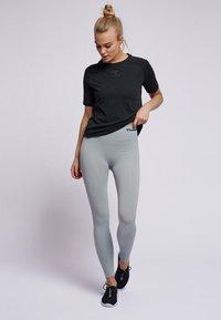 Hummel - HMLVANJA - Basic T-shirt - black - 1