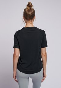Hummel - HMLVANJA - Basic T-shirt - black - 2