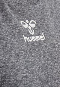 Hummel - PEYTON  - Print T-shirt - black - 4