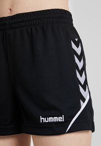 Hummel - CHARGE SHORTS - Krótkie spodenki sportowe - black - 4