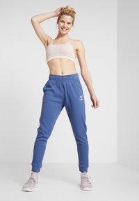 Hummel - HMLSOLAR PANTS - Spodnie treningowe - bijou blue - 1