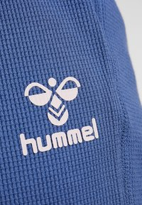 Hummel - HMLSOLAR PANTS - Spodnie treningowe - bijou blue - 5