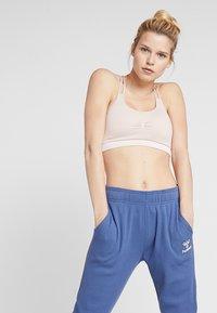 Hummel - HMLSOLAR PANTS - Spodnie treningowe - bijou blue - 3