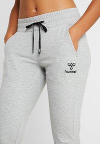 Hummel - HMLNICA - Tracksuit bottoms - grey melange - 4
