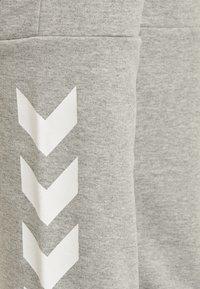 Hummel - Tracksuit bottoms - grey melange - 3