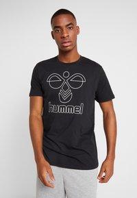 Hummel - HMLPETER - Triko spotiskem - black - 0
