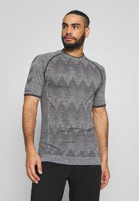 Hummel - SEAMLESS  - Print T-shirt - quarry - 0