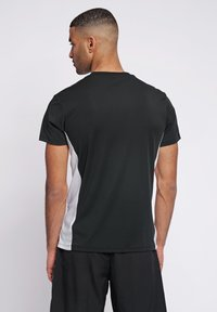 Hummel - LEINO  - Print T-shirt - black - 2