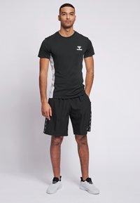Hummel - LEINO  - Print T-shirt - black - 1