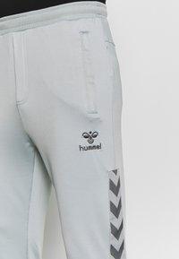 Hummel - HMLNATHAN PANTS - Pantalones deportivos - quarry - 4