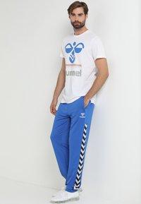 Hummel - HMLNATHAN PANTS - Joggebukse - blue - 1