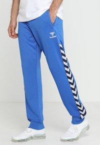 Hummel - HMLNATHAN PANTS - Joggebukse - blue - 0
