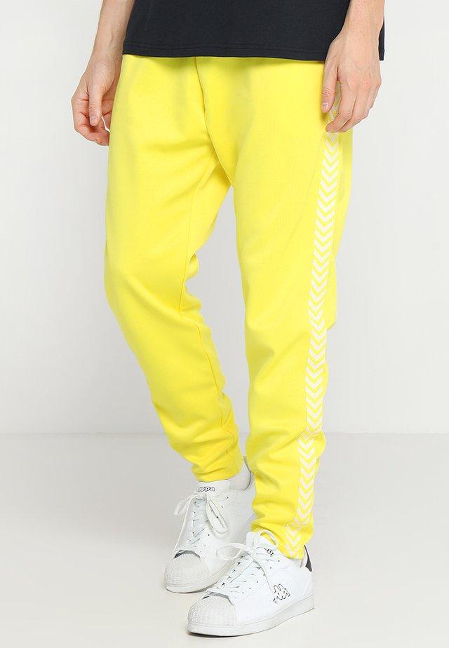 HMLANAKIN - Pantalon de survêtement - golden kiwi
