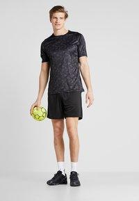 Hummel - SHORTS - Pantalón corto de deporte - black - 1