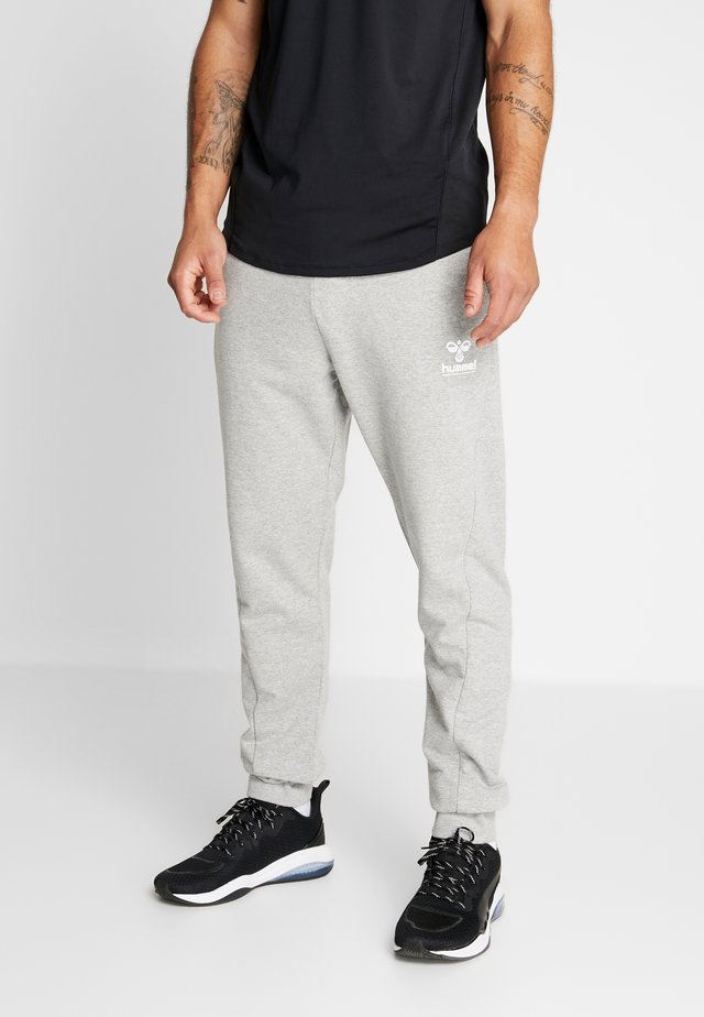 HMLISAM REGULAR PANTS - Verryttelyhousut - grey melange