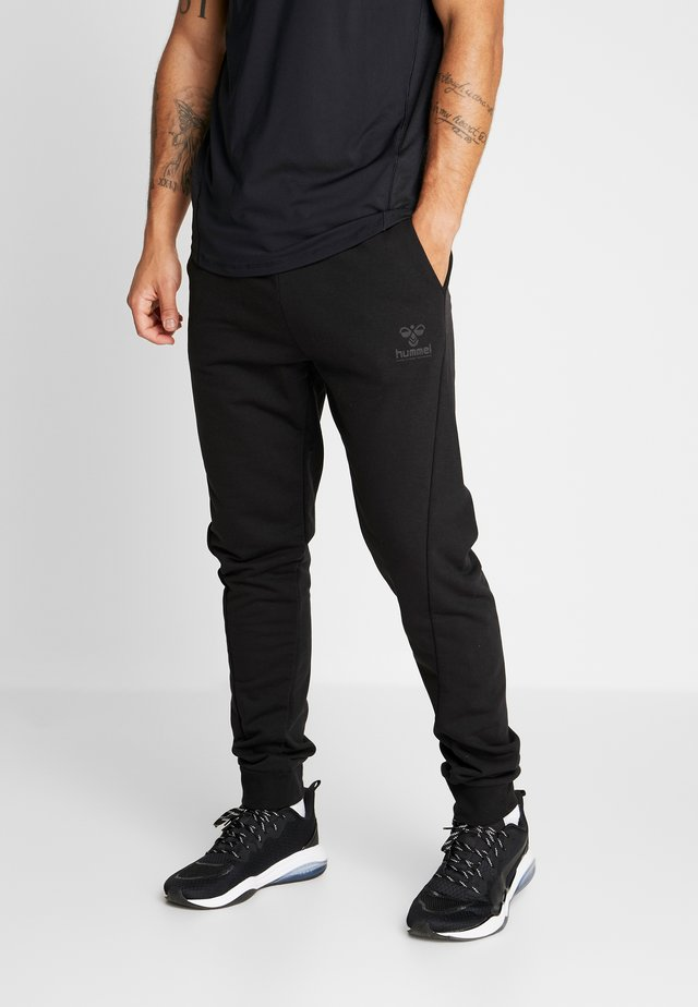 HMLISAM REGULAR PANTS - Verryttelyhousut - black