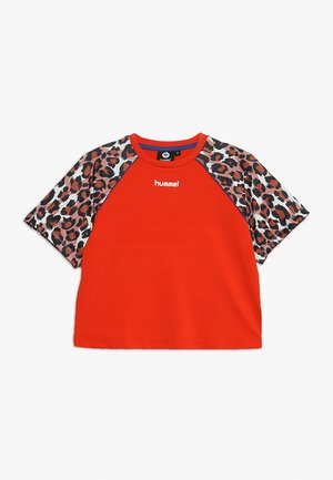 KATRINE - Print T-shirt - tangerine tango