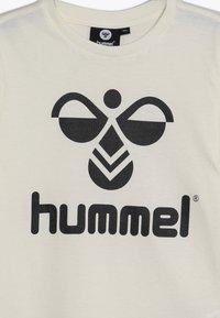 Hummel - Camiseta estampada - whisper white - 3