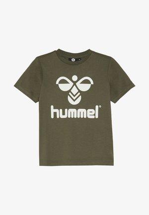 T-shirts med print - olive night