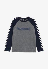 Hummel - BOYS  - Topper langermet - black iris - 3