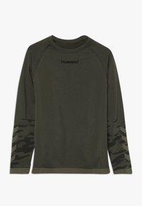 Hummel - HMLLUKA SEAMLESS - Långärmad tröja - olive night - 0