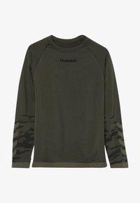 Hummel - HMLLUKA SEAMLESS - Långärmad tröja - olive night - 2