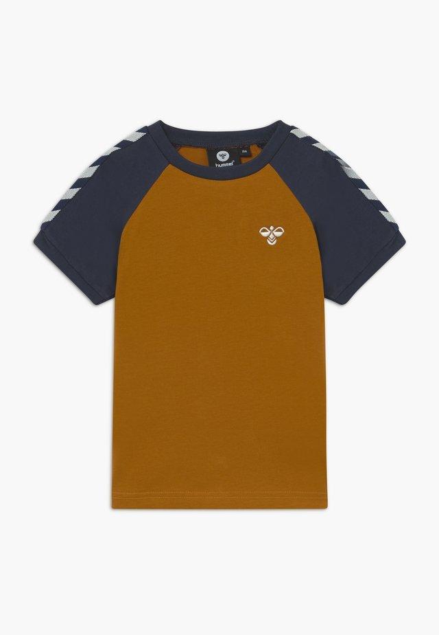 SVEND - T-shirts print - ochre