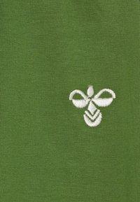 Hummel - LUIGI PANTS - Joggebukse - willow bough - 4