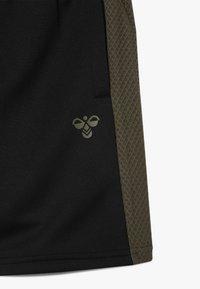 Hummel - HMLKANE SHORTS - Pantalón corto de deporte - black - 3